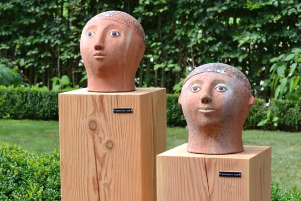Odile Kinart präsentiert Skulpturen auf pur natur Quader