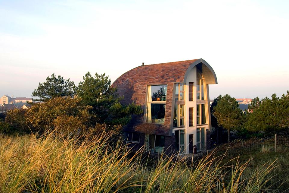 Gut In Den Dünen Der Niederländischen Nordseeküste Baute Das Architekten Duo  Jetty Und Maarten Min Vom Architekturbüro »Min2 Bouw Kunst« Ihr Eigens  Entworfenes ...