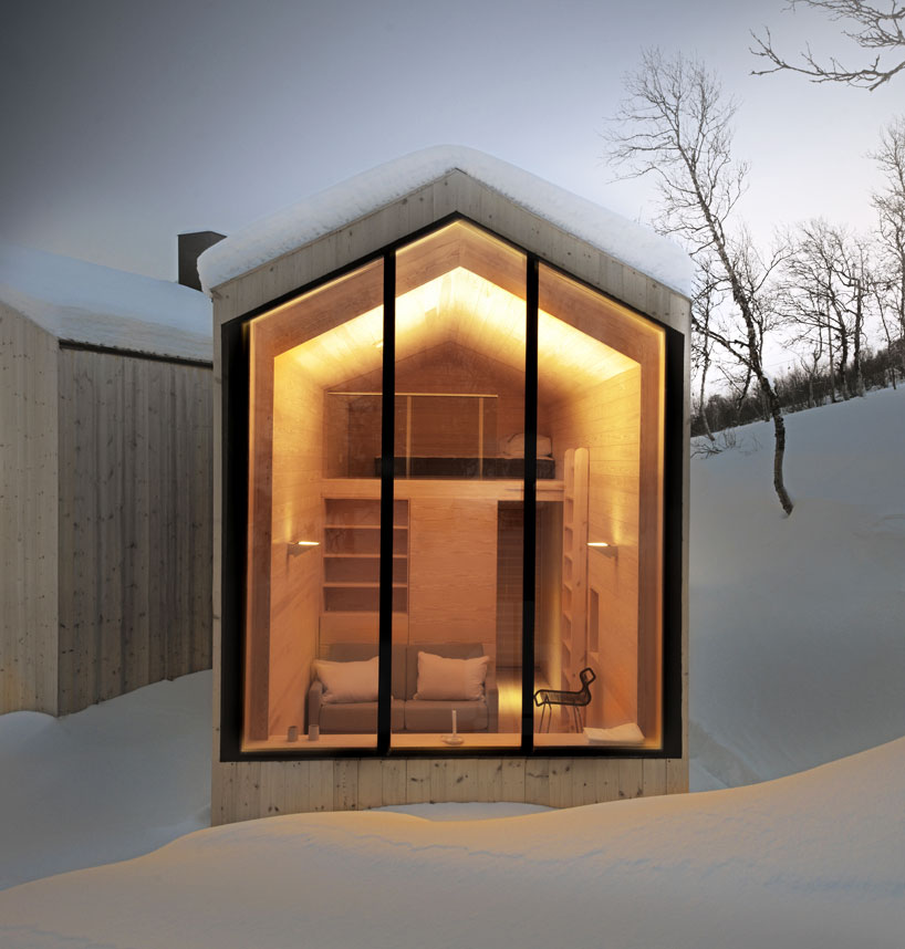 reiulf-ramstad-split-view-mountain-lodge-designboom-05