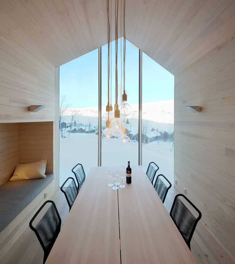 reiulf-ramstad-split-view-mountain-lodge-designboom-06