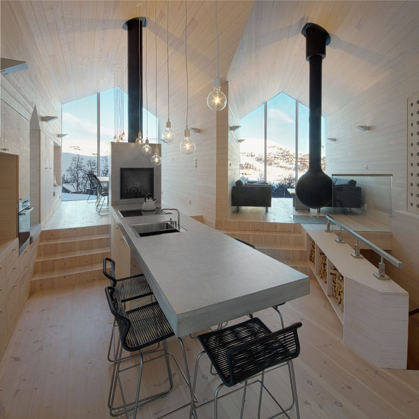 reiulf-ramstad-split-view-mountain-lodge-designboom-07