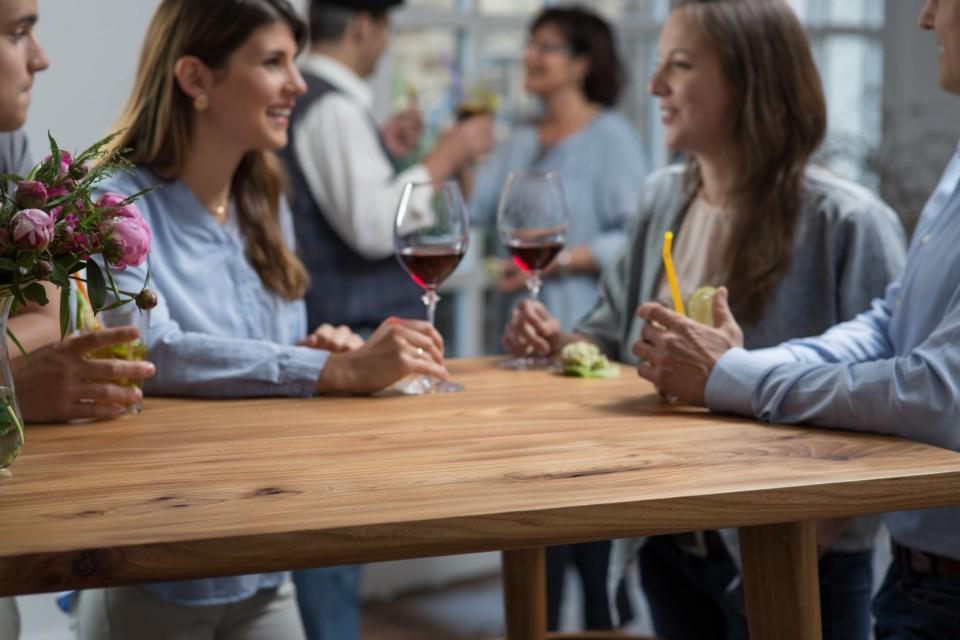 holzgespür - Tische sind Mittelpunkt - WEB
