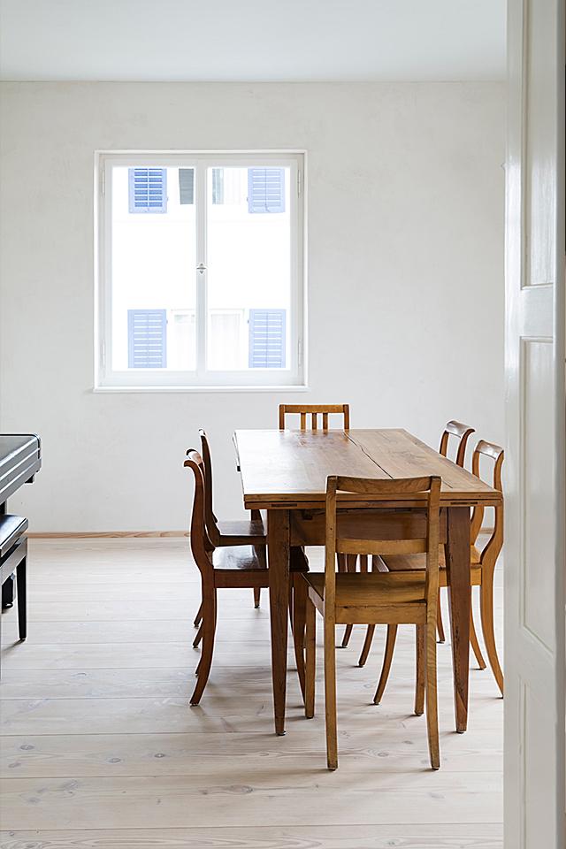 pur natur projekt_Leimgruber Architekten_Zürich_Douglasie Dielen Natur_Table