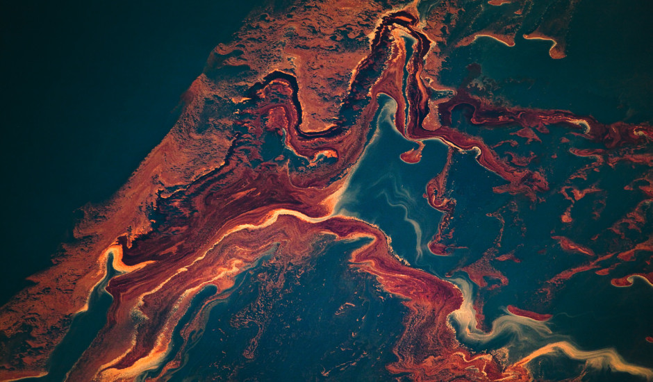 Louisiana (USA). May 6th, 2010. Aerial view of the oil leaked from the vicinity Deepwater Horizon wellhead, slowly approaching the coast of Louisiana East of the mouth of the Mississippi river.   A BP leased oil platform exploded April 20 and sank after burning. In the course of three months, five million barrels of oil flowed uncontrolably from its wellhead, creating the largest spill in history. © Daniel Beltra, courtesy of Catherine Edelman Gallery, Chicago